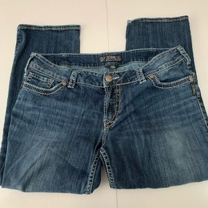 Silver Jeans Suki Capri Detailed Back Pocket
